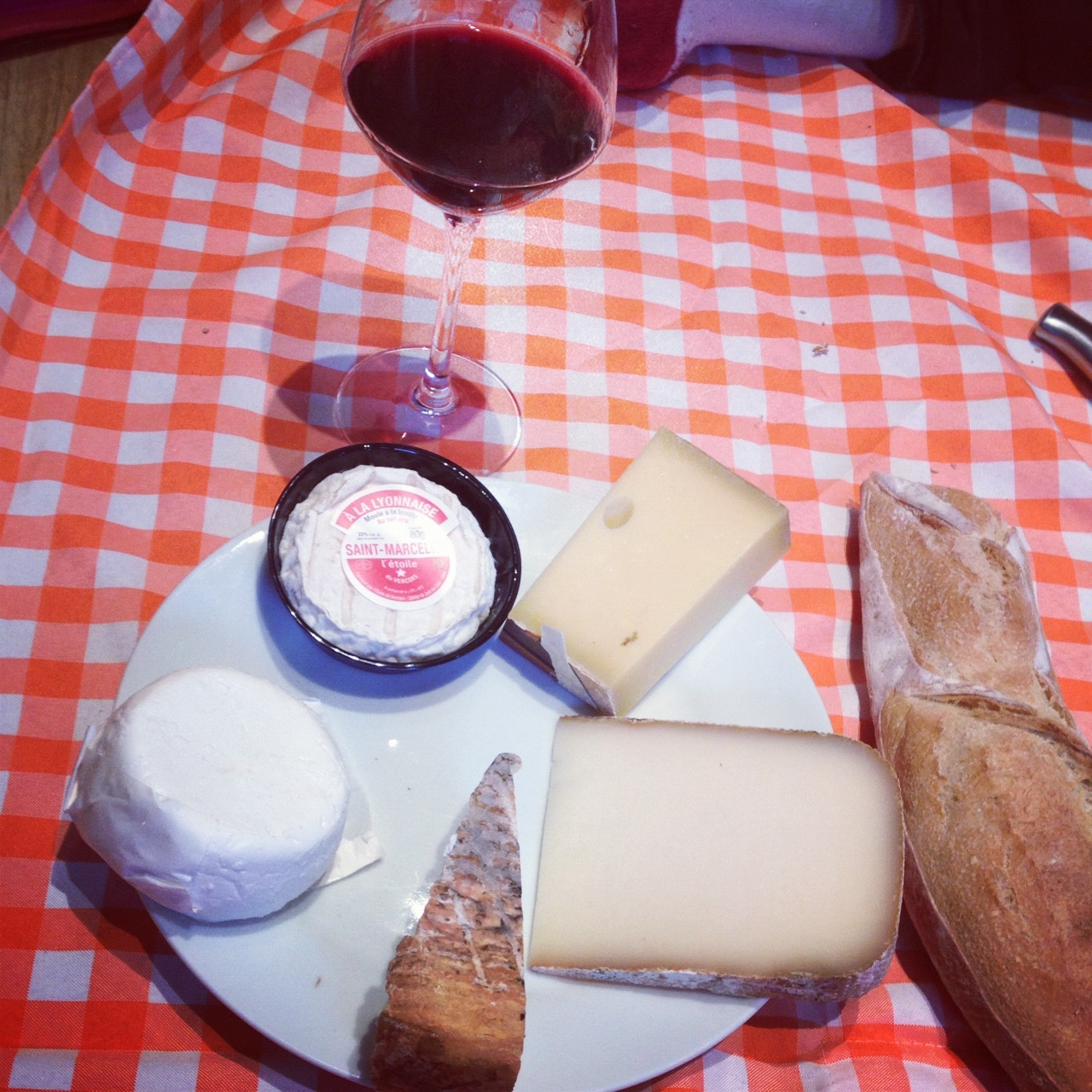 A very french food : bread, wine and cheese