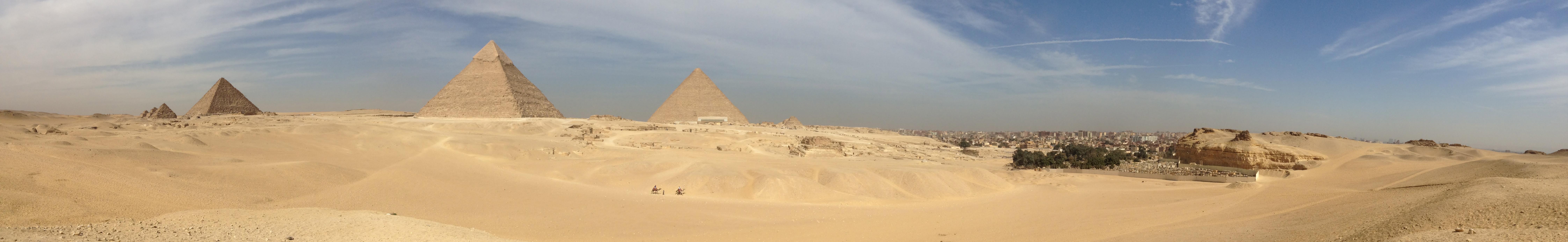 Le Caire : son souk, ses chameaux, ses pyramides